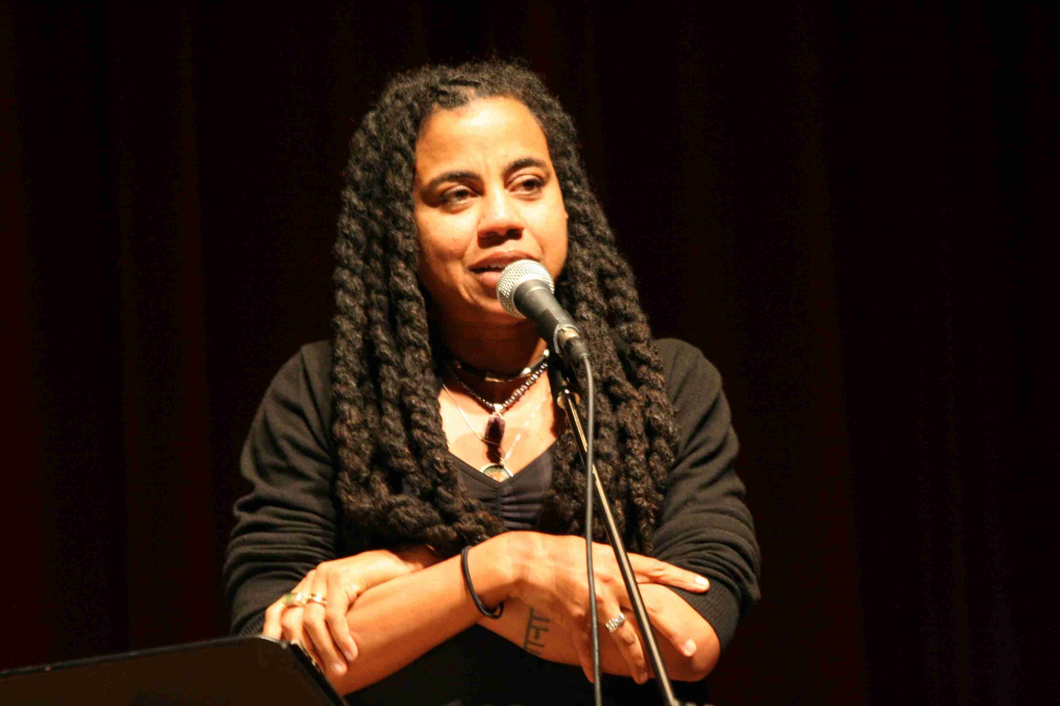 suzan-lori parks essays on the plays The anthology suzan-lori parks: essays on the plays and other works offers new perspectives to the growing body of scholarship about parks's artistic achievements.